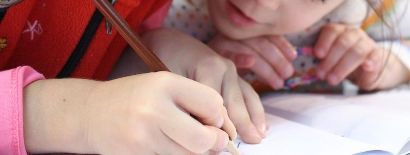 aide devoirs enfants écrire